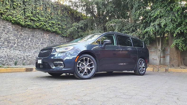 Chrysler Pacifica Prueba de manejo